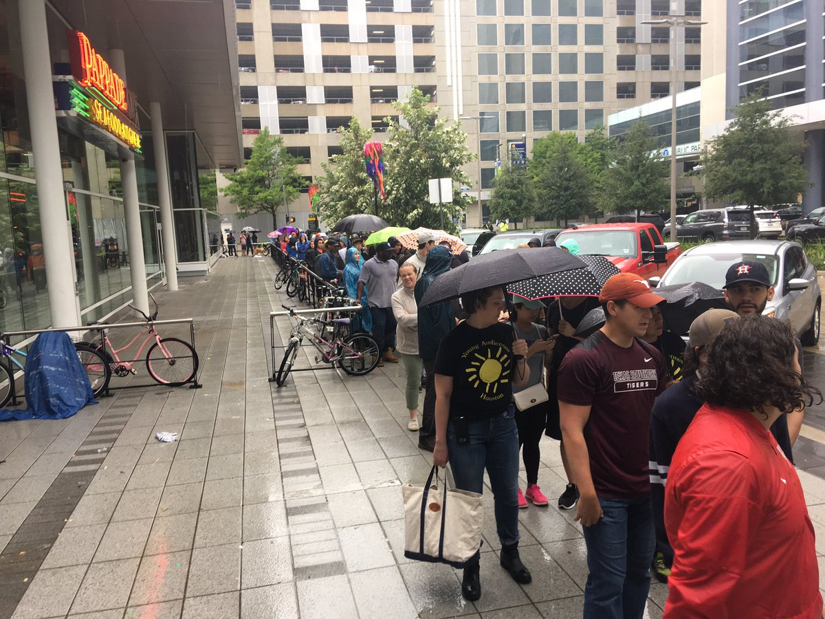 People In Houston Line Up to GIVE