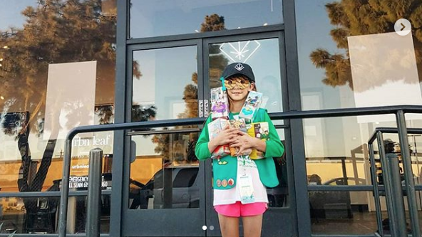 Girl Scout Sells More Than 300 Boxes Of Cookies Outside Marijuana Dispensary - VIDEO