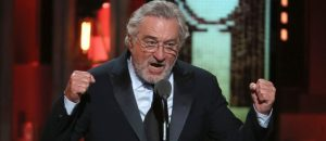 Robert De Niro: 'F*** Trump' - Gets Standing Ovation