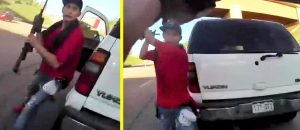 Cop Acts Quickly And Stops Thug Attacker In His Tracks - VIDEO